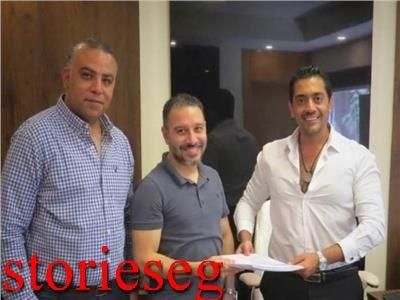 احمد فلوكس مع فريق المسلسل