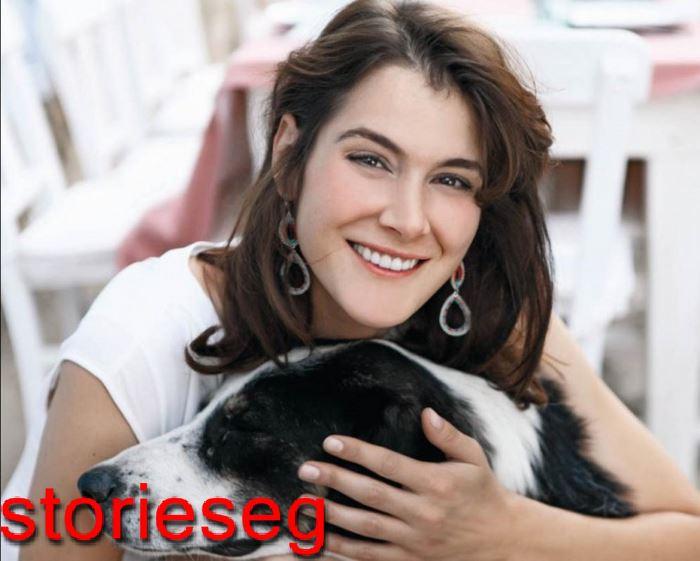 الممثلة التركية أزجي مولا