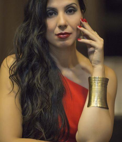 الممثلة المتالقة مي شاهين