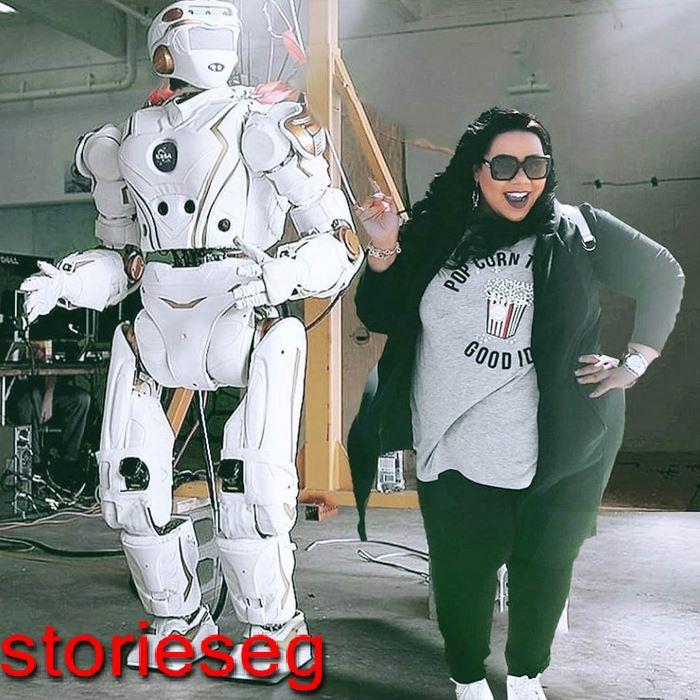 شيماء سيف مع الروبوت