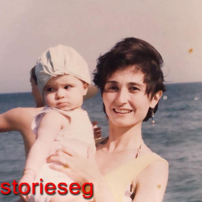 ميريتش ارال و هى صغيرة مع والدتها