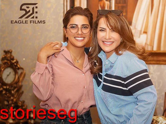بطلة المسلسل هدي حسين مع مخرجة العمل هيا عبد السلام