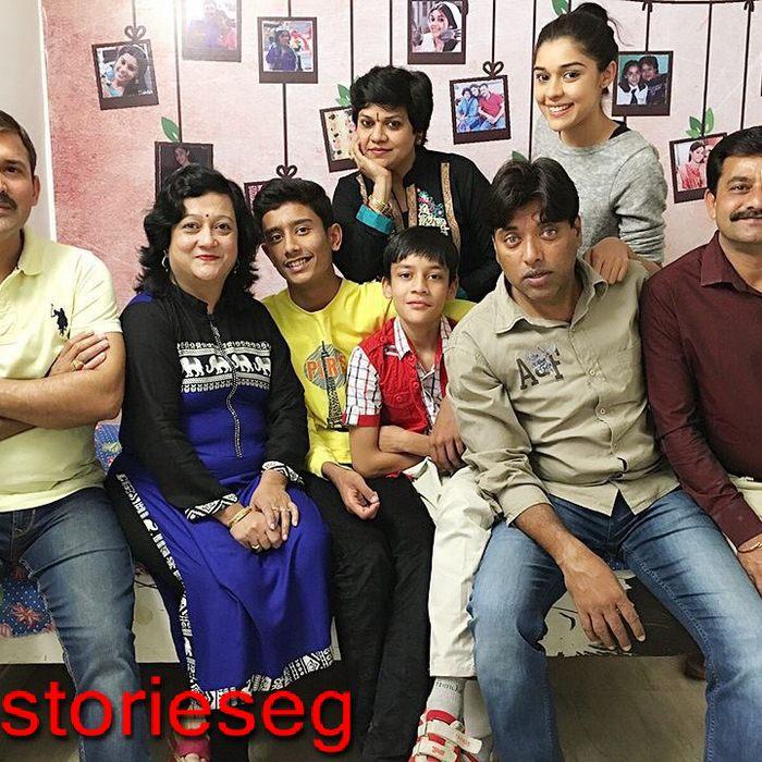 عائشة سينغ مع عائلتها
