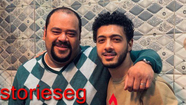 اسامة الهادى مع الفنان محمد ممدوح في كواليس مسلسل لعبة نيوتن