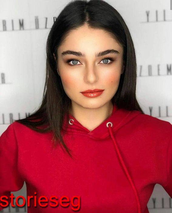 الممثلة التركية آيتشا آيشين توران